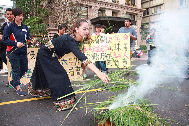 The indigenous people used the smoke signal to warn their people and the whole society. Photo from coolloud.org. CC: NC.