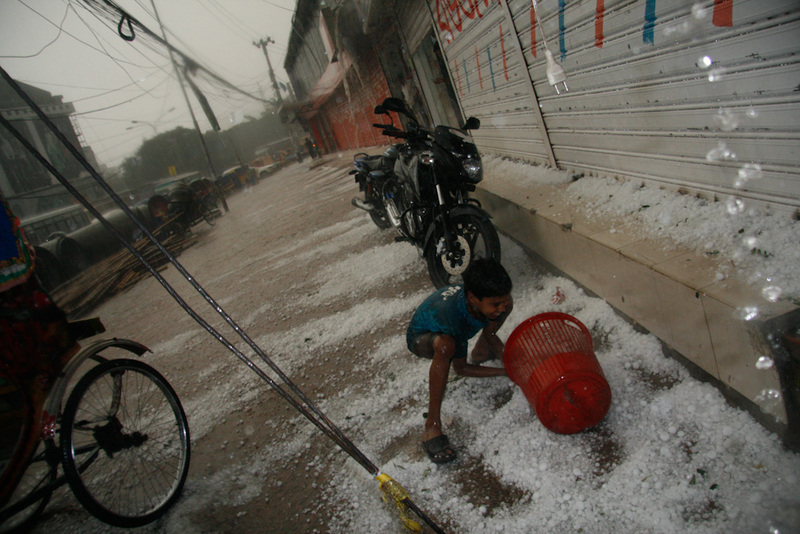 Hail storm sweeps through Dhaka city. Image by Mehedi Rahman. Copyright Demotix (24/2/2010)