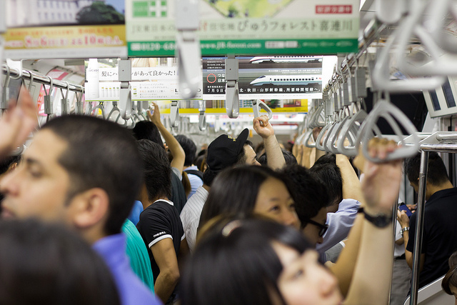 Photo of crowded train in Japan by flickr user Tom(CC BY-NC-SA 2.0)