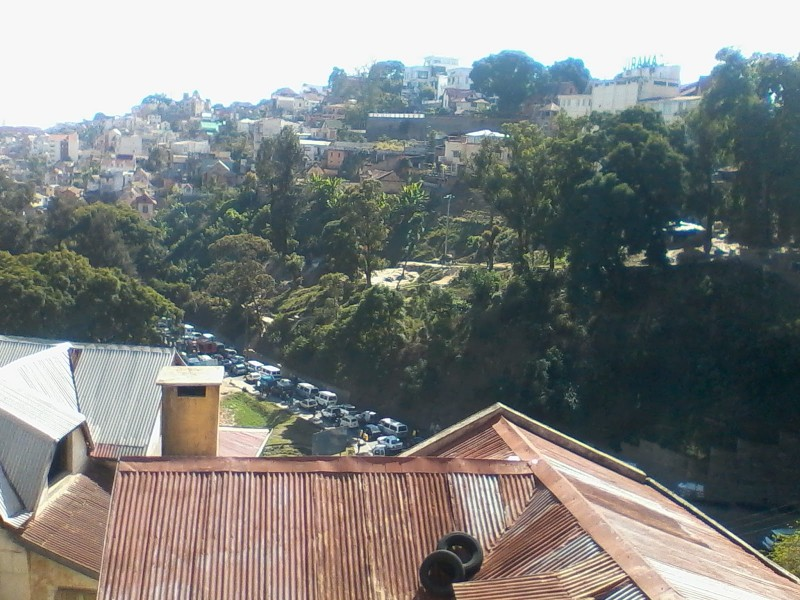 Urban traffic in Antananarivo via Mada aventures CC-NC-2.0