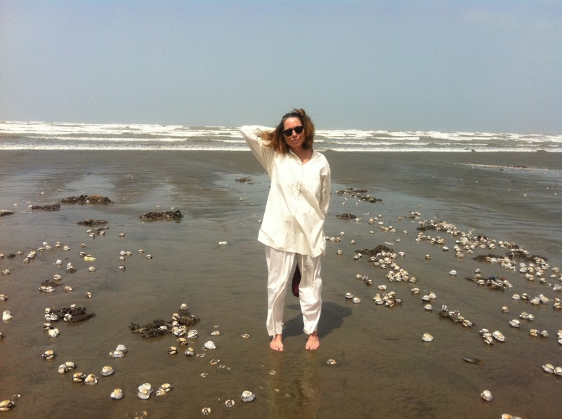 Jill Abramson on Seaview Beach in Karachi, Pakistan. June 2011. Picture taken by author.