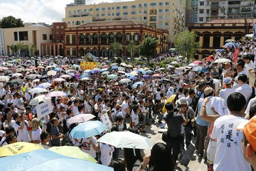 Thousands of anti-greed bill protestors gathered at Tap Seac Square before the rally started. Photo from All About Macau Facebook page. Non-commercial use.