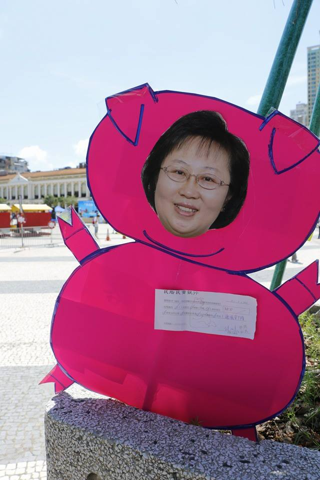 Protestors stick  the face of Secretary for Administration and Justice, Florinda Chan Lai-man, onto a pig-shape placard to mock at her greed. Chan is the drafter of the bill. Photo from All About Macau's Facebook page. Non-commercial use.
