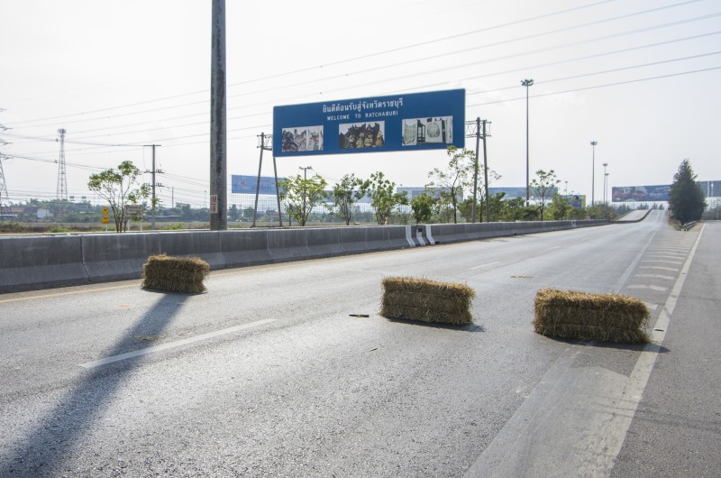 Rice farmer protesters block super highway near Bangkok. Photo by Karnt Thassanaphak, Copyright @Demotix (2/5/2014)