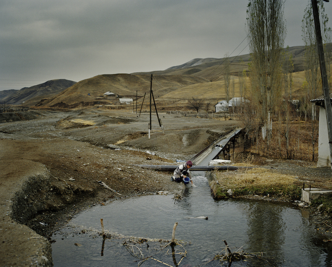 Finding safe drinking water is difficult in the Batken region of Kyrgyzstan. Due to the many dams nearby, rivers dry up, and people find themselves forced to fight for every drop of water.