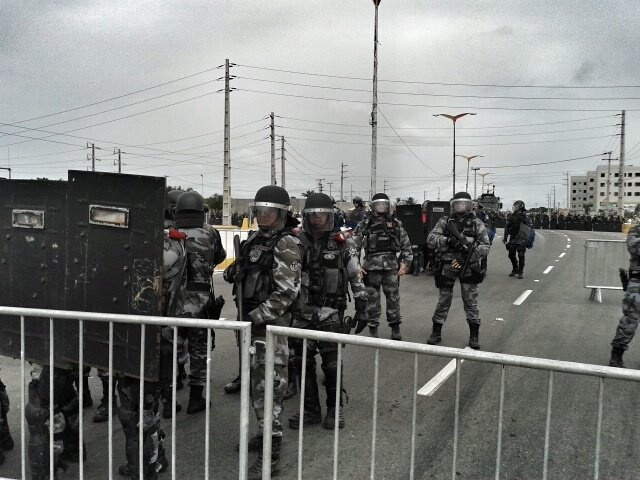 Heavily armed police form a double blockade to prevent protesters from getting closer to the stadium. Photo by Nigéria Collective, published on Facebook, June 17.