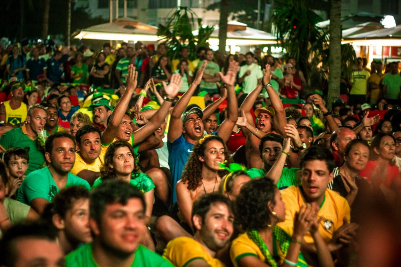 Fans in Rio de Janeiro watch Brazil defeat Croatia 3-1 on June 12, 2014. Photo by Flickr user Ninja Midia. CC BY-NC-SA 2.0