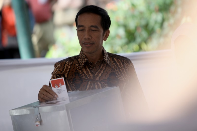 Leading Indonesian presidential candidate Joko Widodo casts his ballot at a voting center. Photo by Ibnu Mardhani, Copyright @Demotix. (7/9/2014)