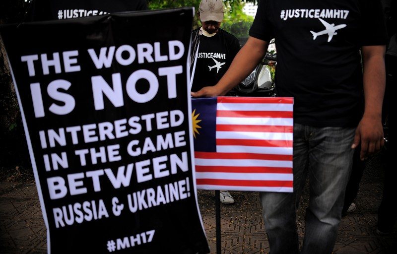 Malaysian protesters gather during a rally demanding justice for the victims of MH17 crash. Photo by Hafzi Mohamed, Copyright @Demotix (7/22/2014)