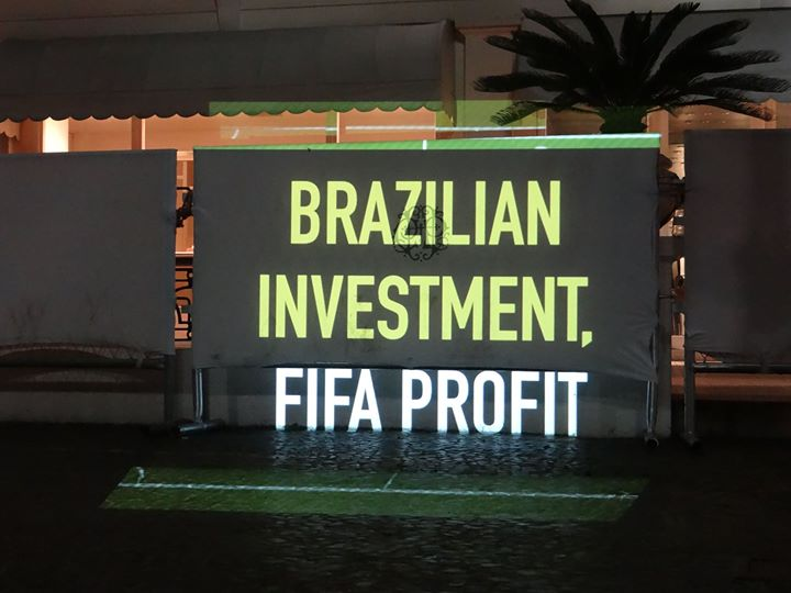 """Brazilian investment, Fifa profit"". Pictures were shared on Facebook and Twitter under the hashtag #projetaçodacopa"