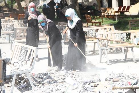 Gaza residents clean after an Israeli bombing. Source: Dalia al-Najjar's blog