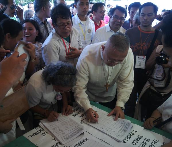 ‏@cjlagarista: Cebu Archbishop Palma among the first to sign in the people's initiative. @BayanMunaNeri #SignUpvsPork #AbolishPork