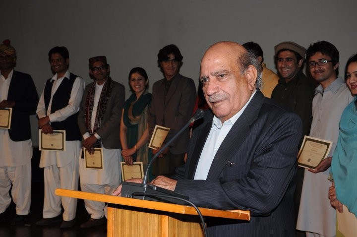 I. A. Rehman speaks at a event honoring his work. Photograph from I. A. Rehman Facebook page.