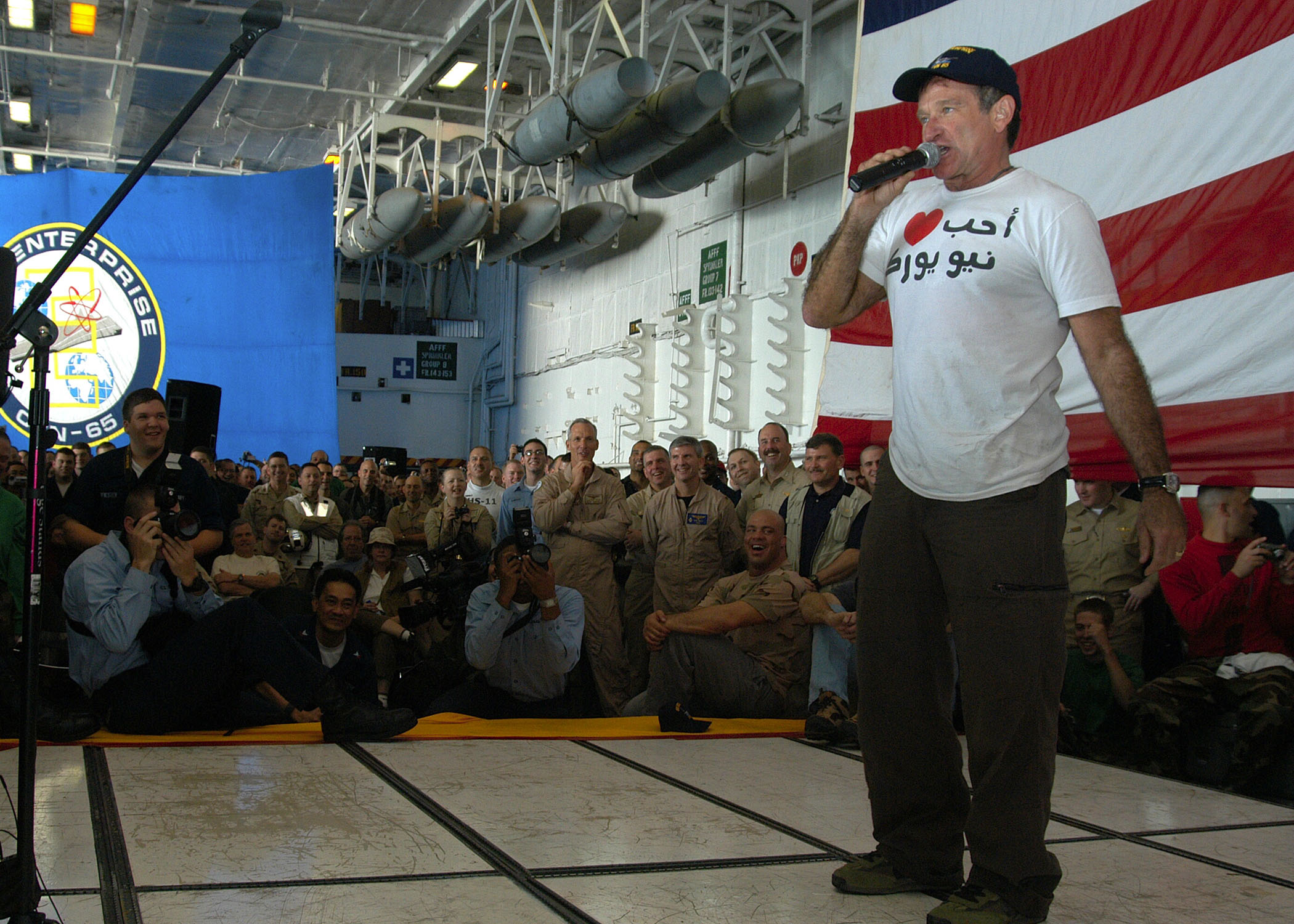 Robin Williams performing for US troops in the Middle East in 2003. Photo by Milosz Reterski. CC-Public Domain