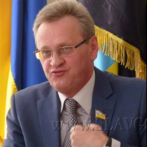 @ExileUA's Twitter avatar shows Slovyansk's acting mayor and city council head Alexandr Samsonov, who has been accused of siding with the rebels.