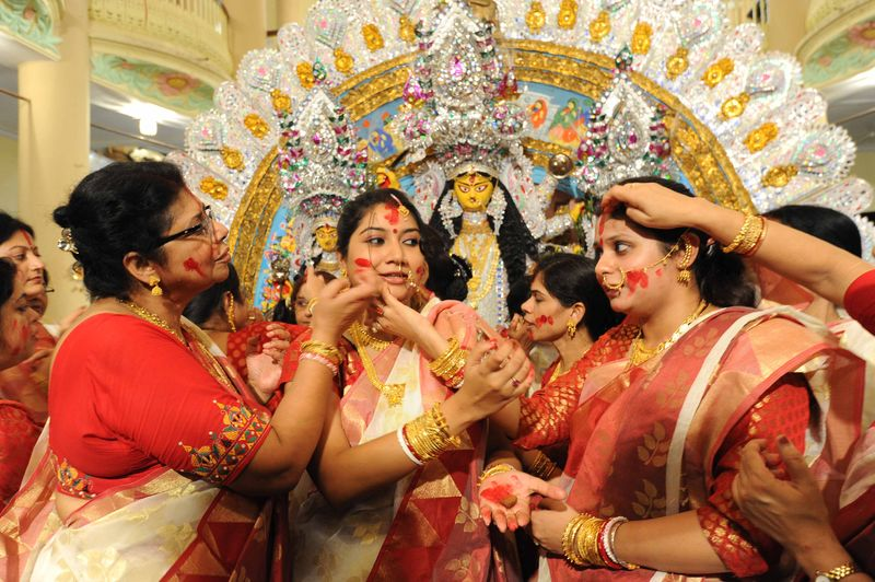 "Bengali House wifes play ""Sindur Khala"" on the last day of the Durga Puja festival at Kolkata in India. Image by Reporter #7585286. Copyright Demotix (14/10/2014)"