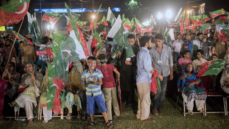Women and Children are seen at large numbers as protestors made the Liberty Roundabout an 'independence square' in Lahore and rallied late into the night. Image by Saad Safraz Sheikh. Copyright Demotix (28/8/2014)