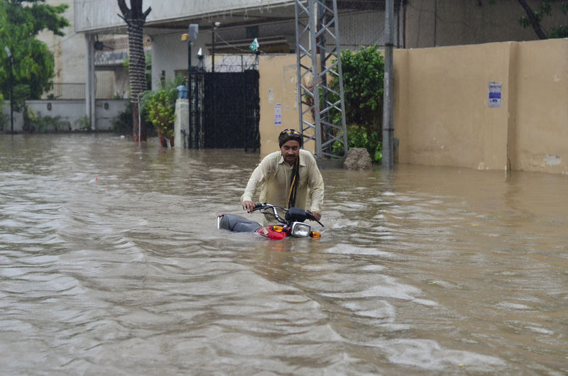 Heavy rains flood Lahore streets. Image by Ashbel Sultan. Copyright Demotix (5/9/2014)