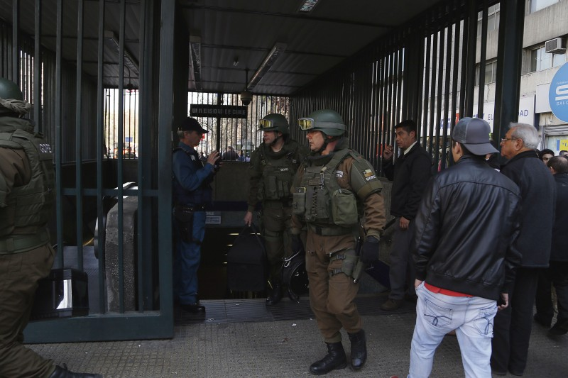 Wave of bomb threats disrupt daily life in Chile -Santiago, 10 September 2014 by Ibar Silva, Demotix.