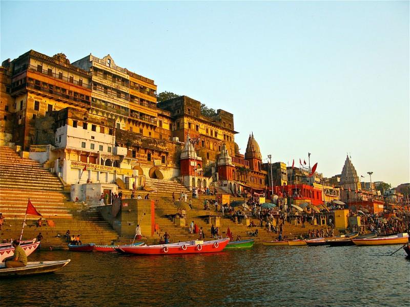 The Ganga riverfront at Varanasi (Wikimedia CC-BY-SA)