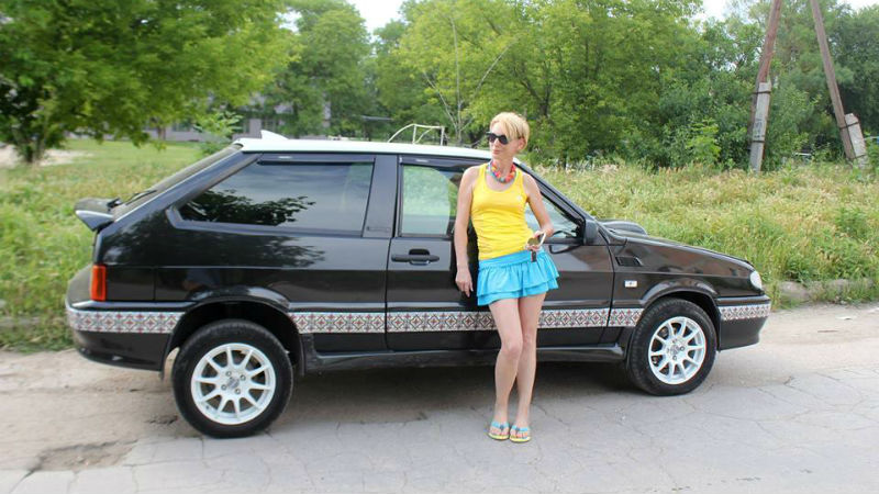 Blogger Liza Bogutskaya braves the roads in Crimea in a car decorated with Ukrainian embroidery patterns and dresses in Ukrainian colors. Image from Facebook.