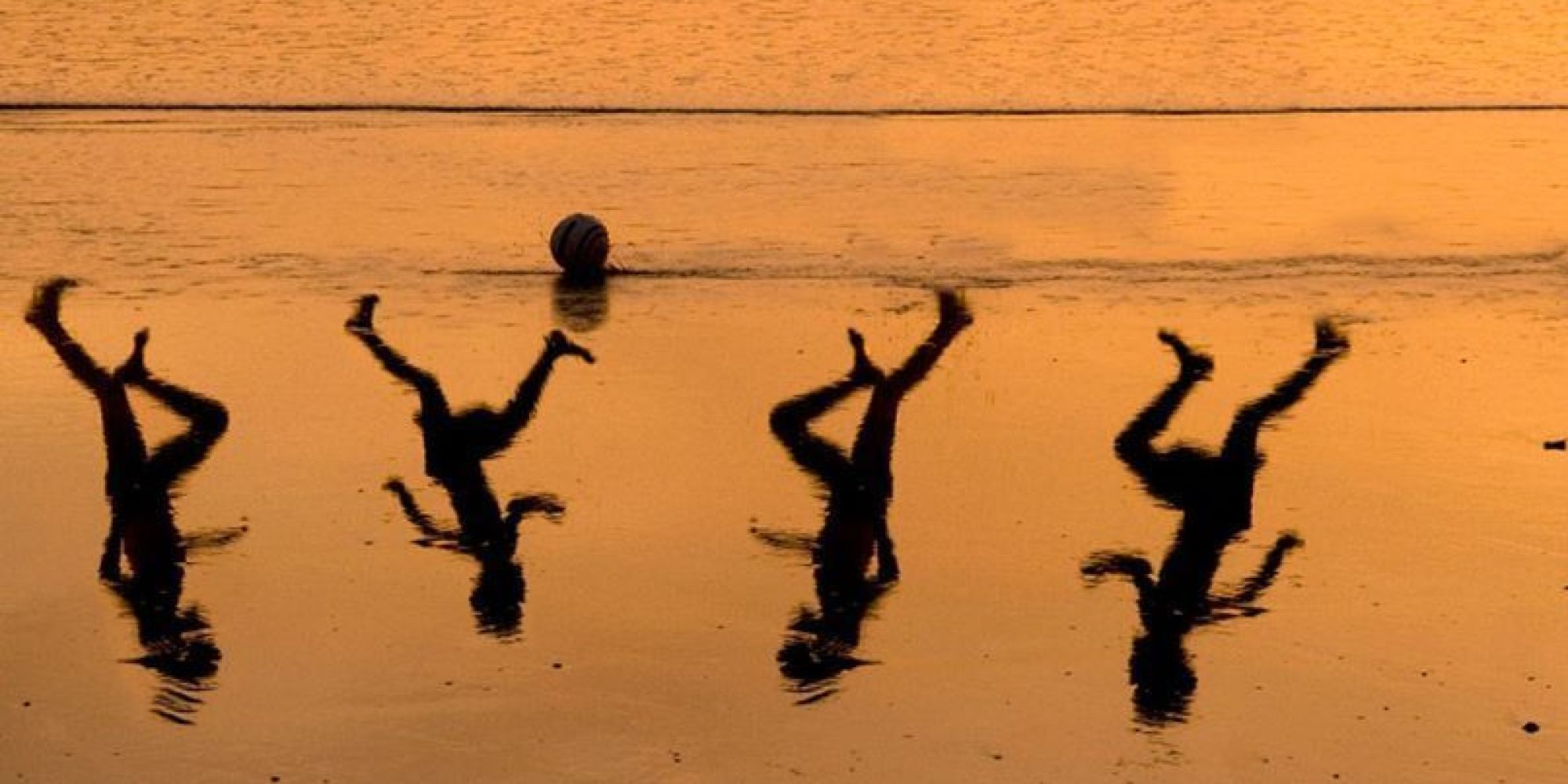 A tribute by Israeli artist Amir Schiby to the 4 children killed on a Gaza beach by an Israeli air strike while playing football