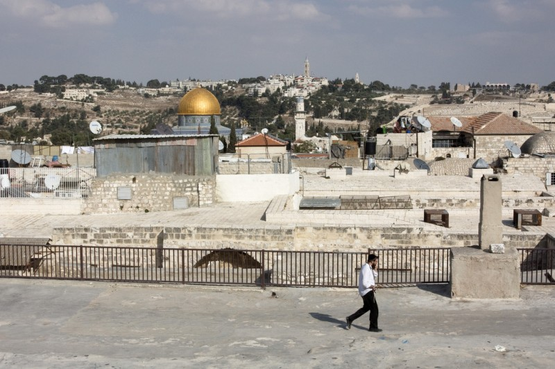 The rooftops of Jewish (West) Jerusalem with a view of the Temple Mount (East Jerusalem) in the background. Image by Flickr user Jelle Drok (CC)