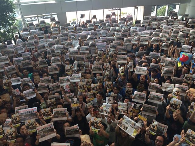 Staffs from Apple Daily News showed their determination to keep the news room operating after the mob attack on October 13. Photo from Chan Pui Man's Facebook.