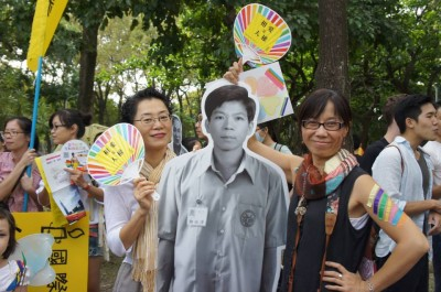 People brought the figure of Cheng Hsin-Tze to the 2014 LGBTQ Pride Parade. Photo by Lin Hsinyi. CC BY-NC 2.0.
