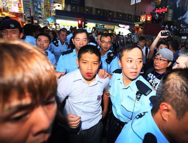 A high school student in school uniform was attacked by thugs in Mongkok. Photo uploaded by facebook user Dereck Eu.