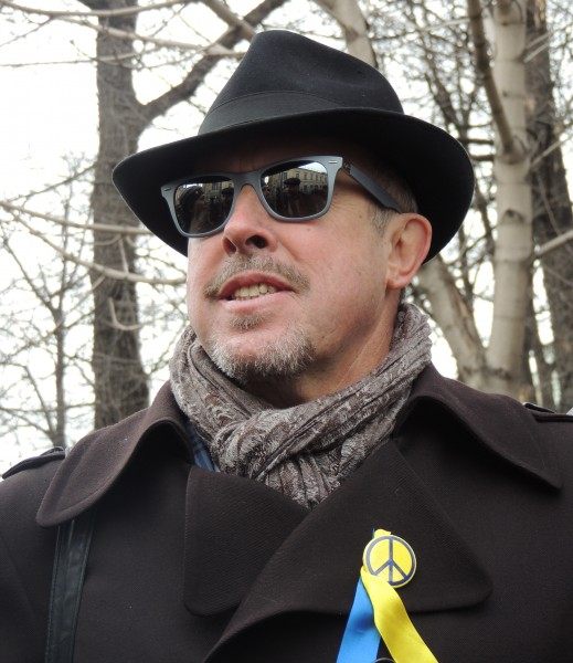 Andrei Makarevich wears a ribbon with the colors of the Ukrainian Flag in the March of Peace in Moscow on March 15th. Image taken from Wikimedia Commons