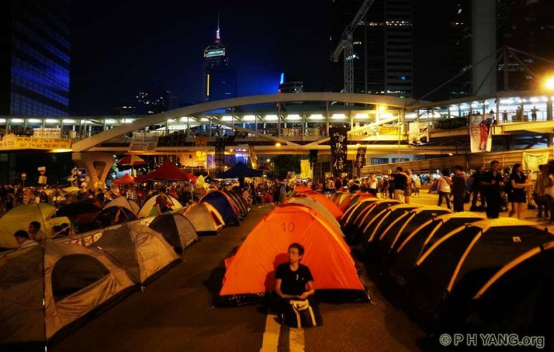 Occupy Central protesters brought their tents to the sit-in sites to prepare for long term struggle. Photo by PH Yang, non-commercial use.
