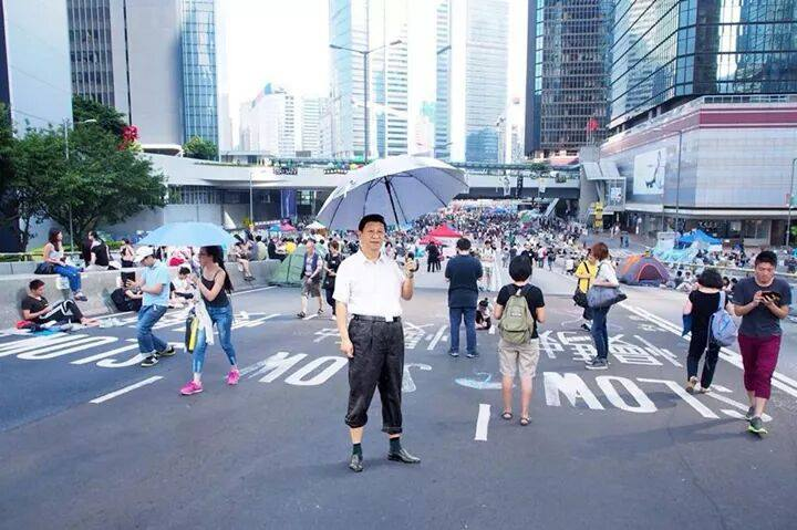 Xi in Admiralty protest site. Image source: Leung Pak Kin via  Facebook 100most.