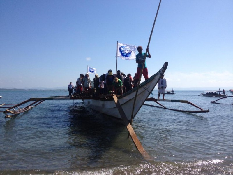 Haiyan survivors from Samar arrive in Tacloban City in boats to join the protest action. Photo Credits: Kathy Yamzon.
