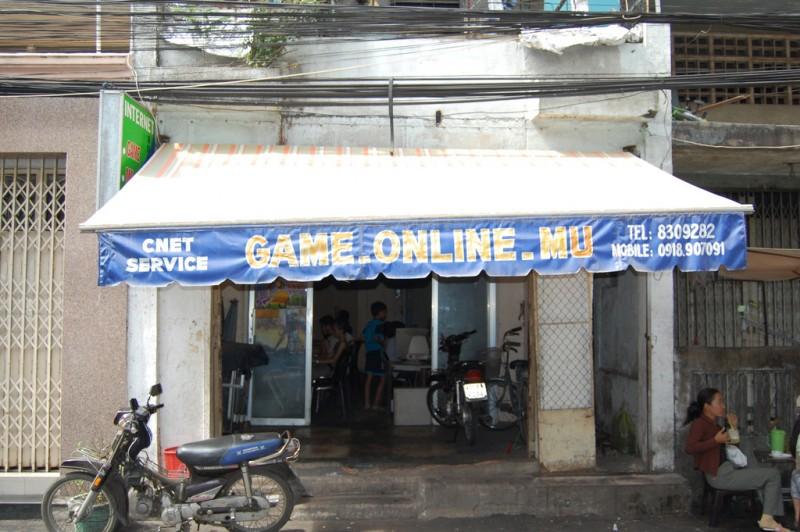 An Internet cafe in Vietnam. Flickr photo by Kent Goldman (CC License)