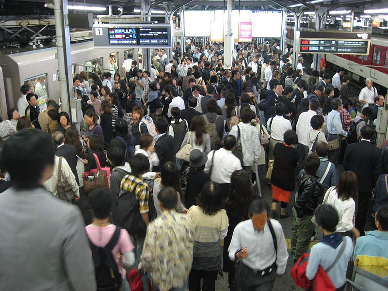 Evening rush hour, Tsuruhashi Station, Osaka. Image by T. Hara. CC BY-SA 3.0 via Wikimedia Commons
