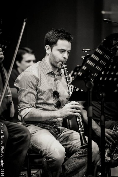 Belorussian-born American conductor, clarinettist and saxophonist Yevgeny Dokshansky in rehearsals. Photo by Maria Nunes, used with permission.