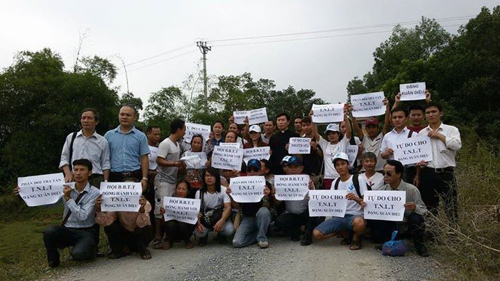 """Free prisoner of conscience Dang Xuan Dieu"" (Thanh Hoa prison camp). Photo from Viet Tan"