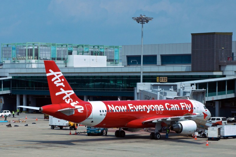 An Air Asia Airbus A320-200 (PK-AZI) at Singapore Changi International airport on February 9, 2014. Photo by Flickr user Uwe Schwarzbach. CC BY-NC-SA 2.0