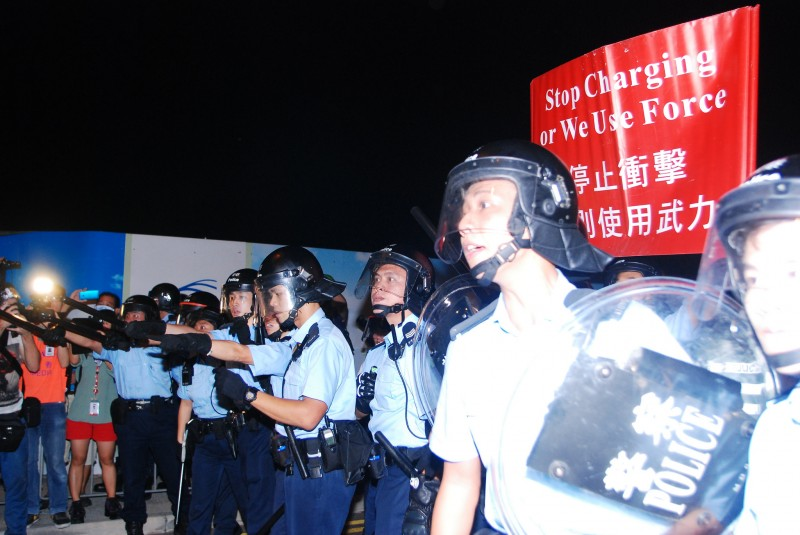 Violent clashes between police and protesters who attempted to occupy Lung Wo Road on November 30 and December 1. Photo from inmediahk.net