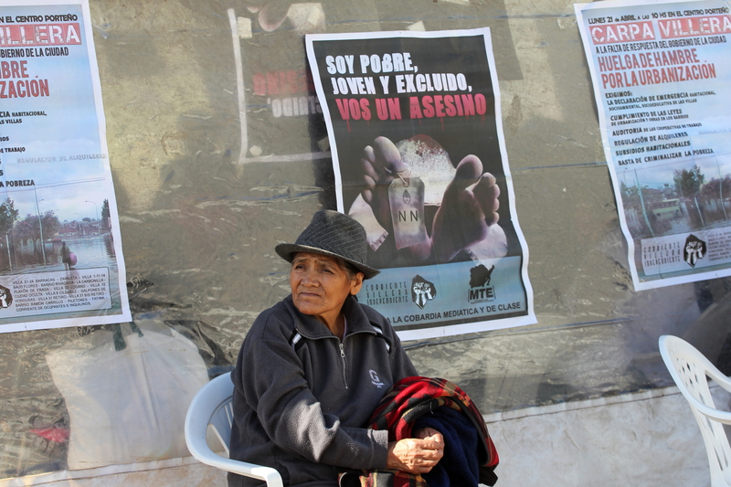 Residents of slums set up a protest tent near Obelisk, Buenos Aires, 22 April 2014 by Claudio Santisteban, Demotix.