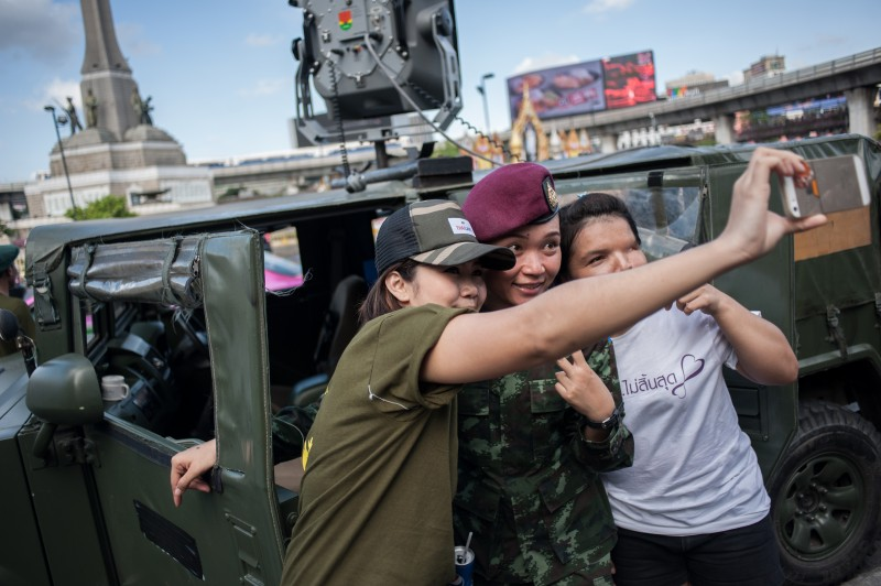 Pro-coup-supporters take a selfie with a female soldier at Victory Monument in Bangkok. Photo by Yostorn Triyos, Copyright @Demotix (6/8/2014)