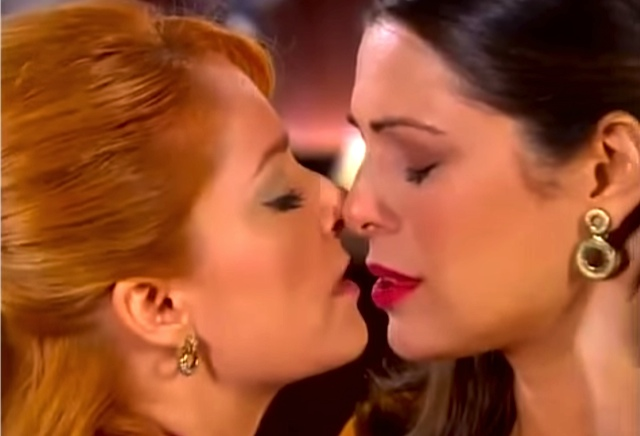 The first gay kiss on Brazilian Tv was aired by SBT channel in 2011. (Photo: YouTube/Reproduction)