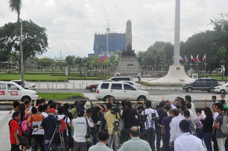 Senator Pia released this photo on her Facebook page to prove that the tower destroys the view of the Rizal monument