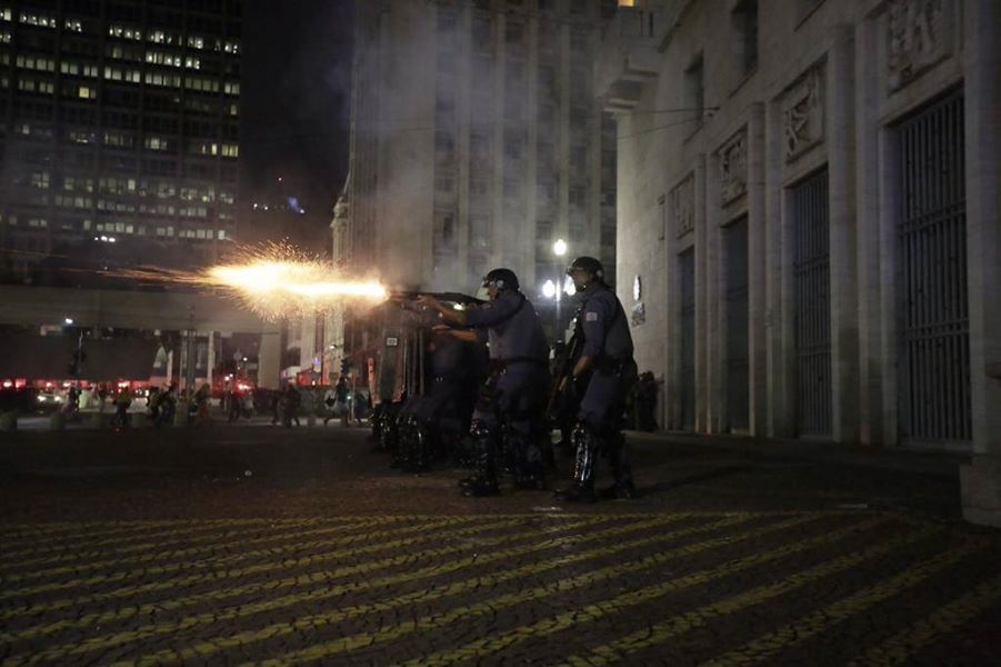 Police violence in front of the Mayors Office in São Paulo. Photo by MPL, free to use