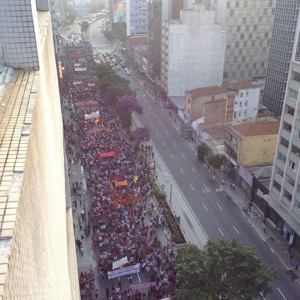 THousands walk at Consolação Street. Photo by MPL, free to use.