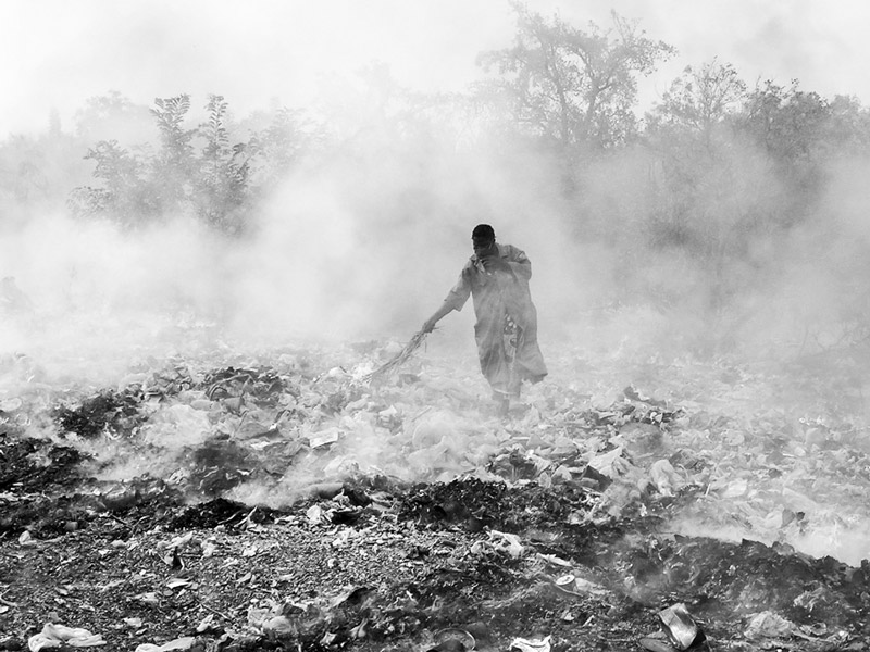 A landfill fire in Fada-Ngourma, Gourma Province, Burkina Faso. Photo by Flickr user lepetitNicolas. CC-BY-NC-SA 2.0