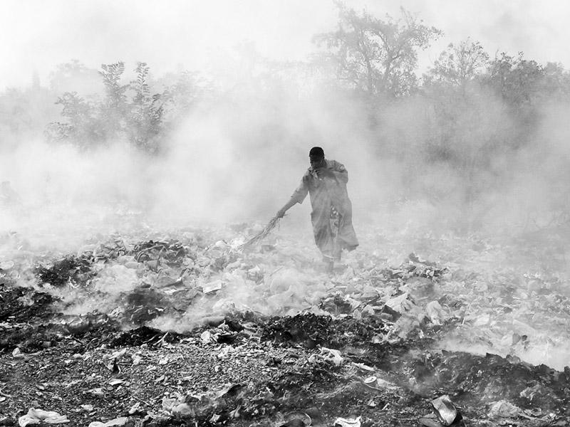 A landfill fire in Fada-Ngourma, Gourma Province, Burkina Faso. Photo by Flickr user lepetitNicolas. CC-BY-NC-SA 2.0