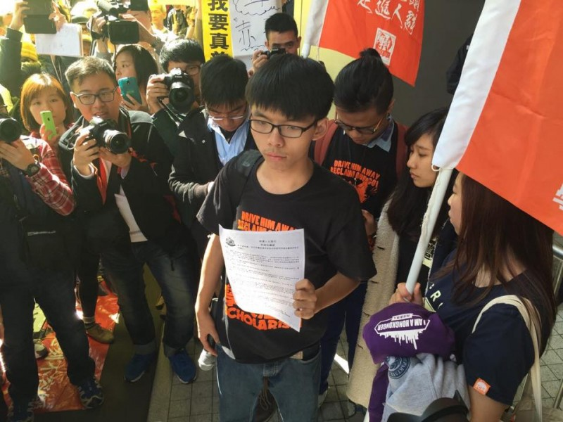 The Hong Kong police made arrest appointment with 4 members of student activist group, Scholarism on 16 of January 2015. Photo from inmediahk.net's Facebook page.