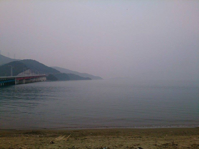 PM2.5 air pollution in Oi, Fukui (you can't see the horizon). Photo courtesy Shohei Guccio.
